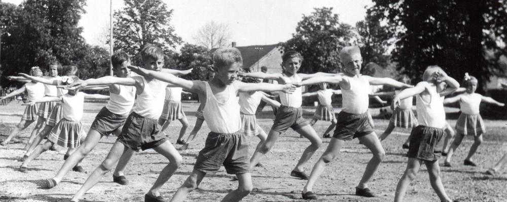 rok 1960 nácvik na spartakiádu    077.jpg