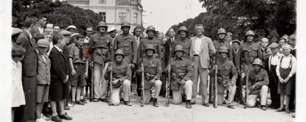 1937 SDH Skochovice po cvičení s puškou v MK,autor cičení Jaroslav Macura005.jpg