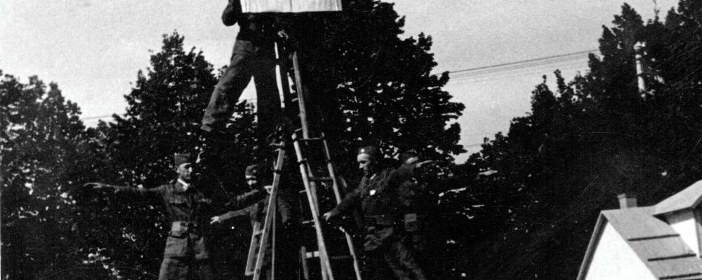1947 hasiči Skochovice na žebřících  165.jpg
