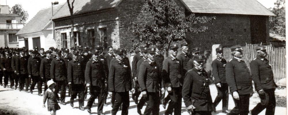 1947 průvod po Skochovicích o sjezdu007.jpg