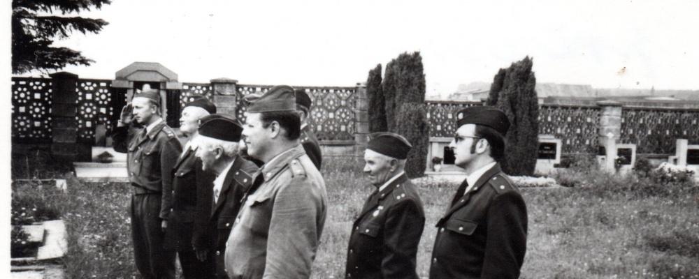 1975 pocta zemřeoým požárníkům na hřbitově-90tévýročí016.jpg